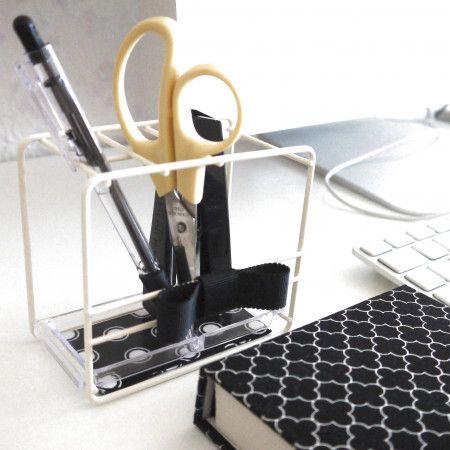 ちょこっとデコ♡100均歯ブラシスタンドでパソコン周りの文具整理