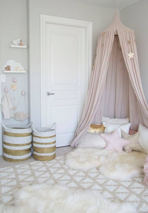 How beautiful is this idea for a little girls room!