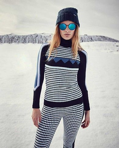Introducing the base layer of the season. Crafted in quick-drying fabric, a high-neck, statement print and contrast printed panels guarantee statement style. As technical as it is beautiful, the high collar and ribbed cuffs and hem block out cold on and off the slopes. Pair with the  Mountain Top Leggings for a coordinated look.