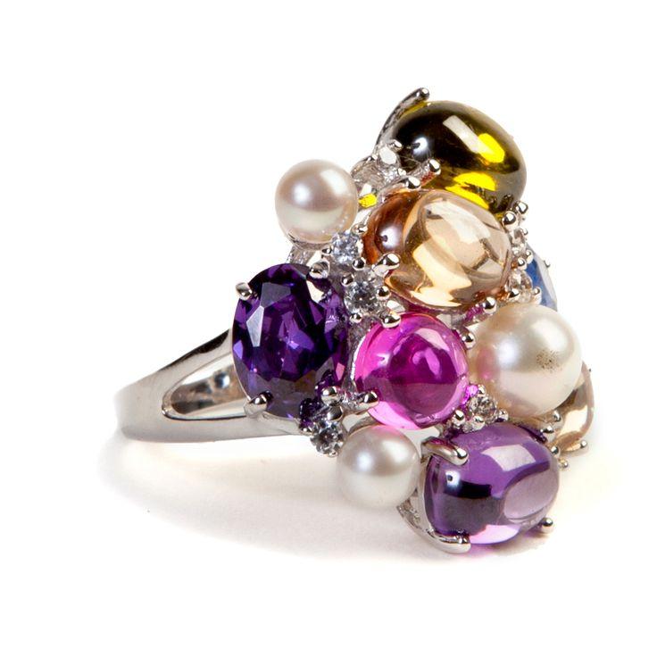 #Anello multicolor #Ultimaedizione con zirconi bianchi e colorati incassati. Taglio cabochon. Perle conchiglia. Disponibile in #argento placcato oro 18kt e argento rodiato.  #ring #jewel #pearl #beauty #wow