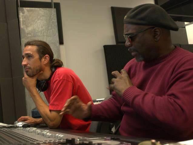 Композитор, исполнитель, аранжировщик и продюсер Кэннис Джонс, Кэннис Джонс один из величайших тренеров в МАА, его музыка уходит корнями в R&B, Джаз, блюз и фанк