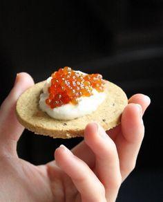 Caviar vegan {Noël 2014}  (3 tasses d'eau filtrée) 2 cuillères à soupe de petites perles de tapioca (ou perles du Japon) 2 cuillères à soupe de sauce soja Tamari (ou sauce soja) Un filet d'huile d'olive