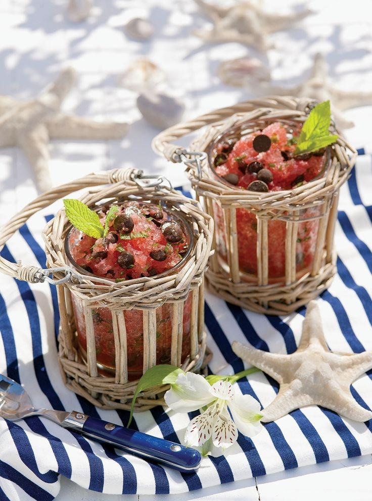 Sycylijski deser - granita z arbuza. Dostępna również w wersji kawowej! Przepis: http://www.weranda.pl/styl-zycia-new/przepisy-kulinarne/granita-z-arbuza Pere Peris/RBA Images #przepisy #kulinarne #zdjęcia #jedzenie #deser #desery#arbuz #dania #przekąski #kawa #Sycylia #południe#desserts #sweet #fruits #marine #blue #white #fresh #juice#coffee #spring #summer #candy #girl #things