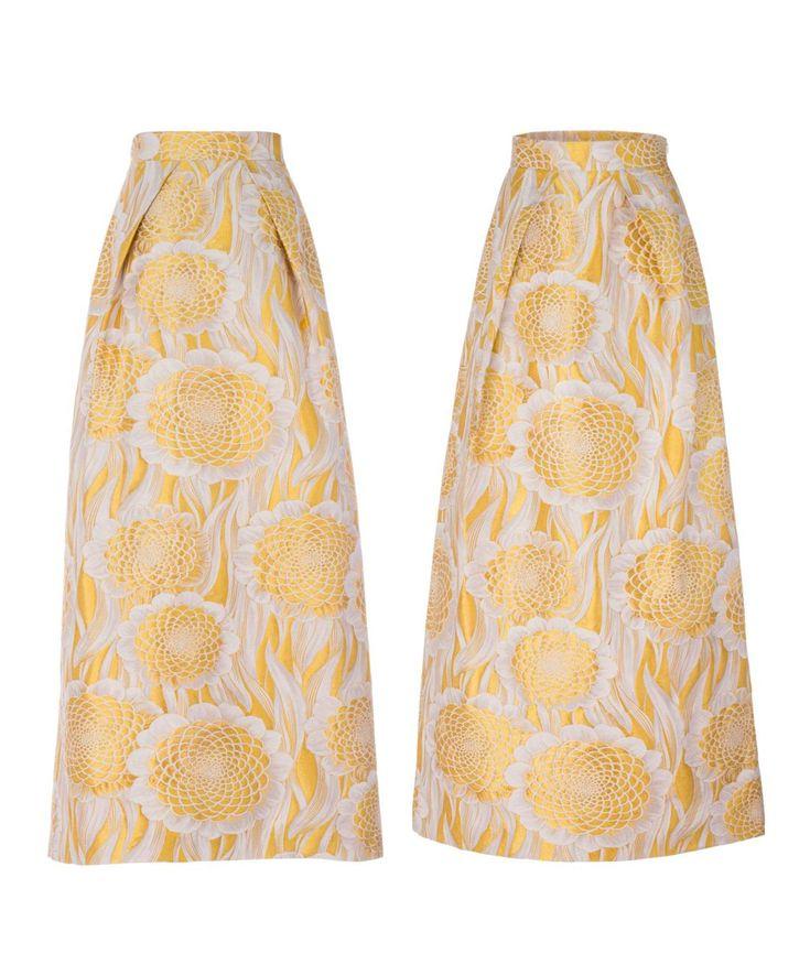 Falda larga estampado jacquard de Melena de León. Con pliegues en delantero y espalda, bolsillo en costuras y cremallera invisible lateral