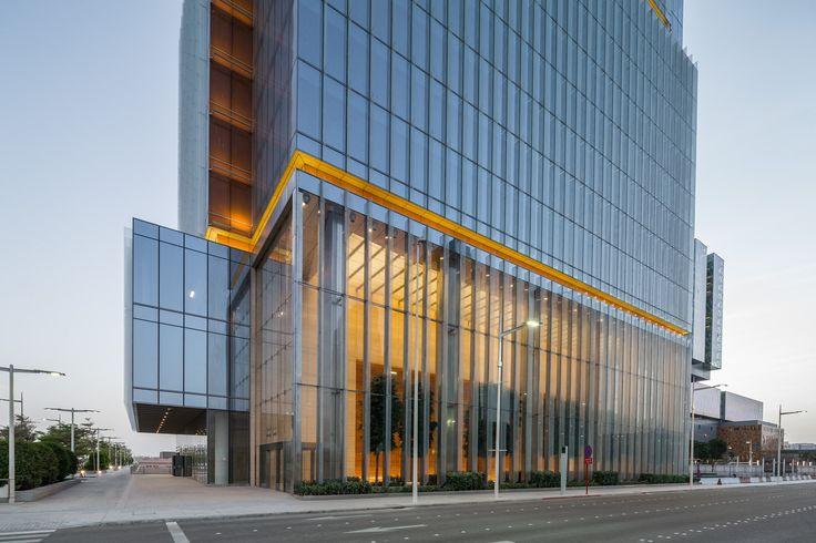 Galería de Torre de oficinas Banco Al Hilal / Goettsch Partners - 4