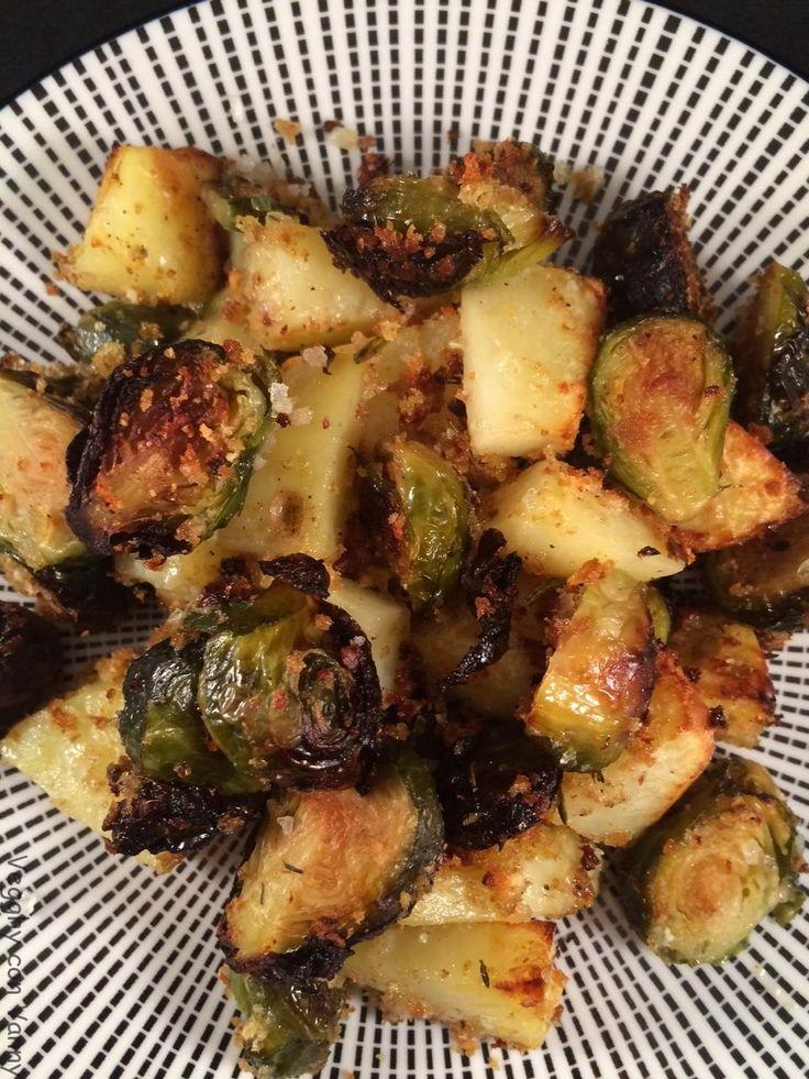 Cavolini di Bruxelles e patate al forno con pane aromatizzato