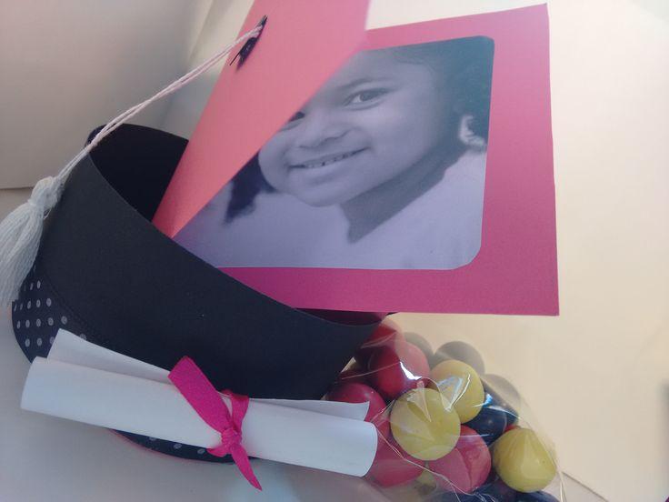 recuerdos graduacion,detalles para graduaciones, Birretes con chuches, cajas con chuches, cajas para detalles, personalizados, caja personalizada, graduación personalizada,recuerdos con encanto