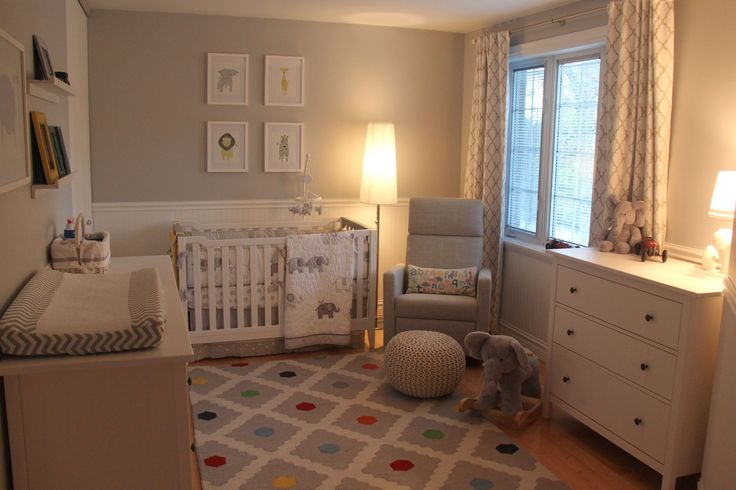 It was pretty exciting to prepare a peaceful and neutral room for our little boy that is coming soon. We wanted the style of the room to grow with him.