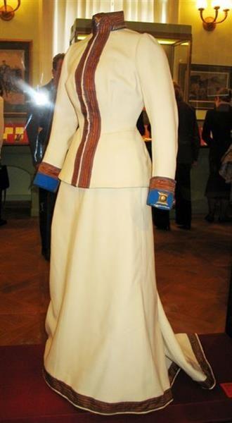Историческая справка про платье
