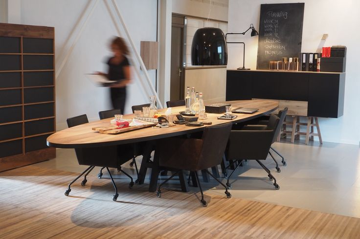 PAKE SYTSE Oval table by Pilat