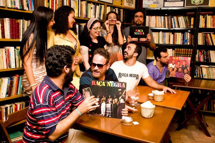 """Nos anos 1990, o grupo Raça Negra revolucionava o pagode acrescentando o romantismoescrachado às melodias meladas de Luiz Carlos. Brega ou não, todo mundo cantava e, até hoje, o """"didididididiê"""" tem o poder nostálgico sobre os ouvidos. Em 2012, um grupo de artistas alternativos - somando 12 bandas independentes - resolveram reviver os tempos de...<br /><a class=""""more-link""""…"""