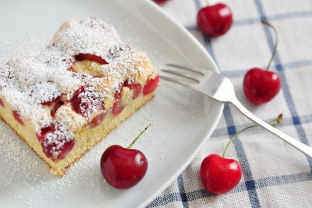 La torta soffice ricotta e ciliegie è morbida, dal sapore fruttato e molto delicato. Ecco la ricetta