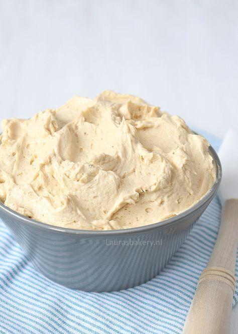 Dit is de perfecte mokkacrème voor allerlei soorten gebak. Mijn grootste succes tot nu toe met deze vulling is de schuimtaart.