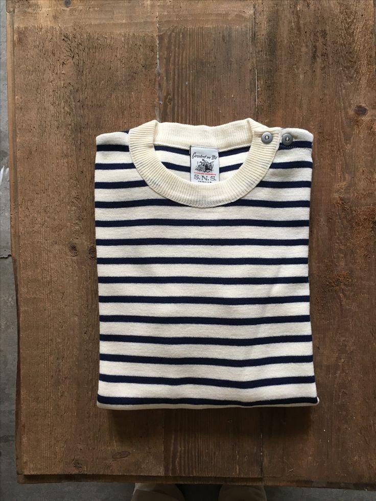 En af klassikerne. Den fineste uldstrik fra S.N.S. Herning. helt klassisk med knapper på skulderen. #s.n.sherning #sømandsbluse #seamann #wool #sweater