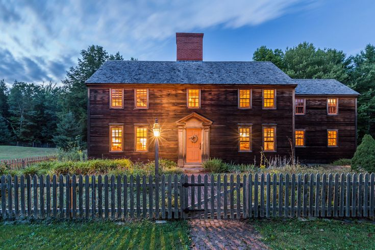 This New England Farmhouse Looks Like Something Out of a Postcard  - CountryLiving.com