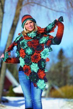 Det vakre sjalet med flotte blomster kan hekles i to størrelser. Det kan også brukes som pledd eller sengeteppe. Vil du lage den matchende luen og pulsvarmerne finner du gratis oppskrift på disse også.