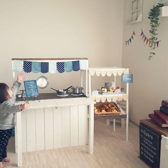 女性で、2LDK、家族住まいのままごとキッチンDIY/フェルト雑貨/フェルトケーキ/DIY/ままごときっちん…などについてのインテリア実例を紹介。「ままごとキッチンdiy!パンとケーキのお店♪パンとケーキはフェルトでつくりました。」(この写真は 2016-02-06 11:28:50 に共有されました)