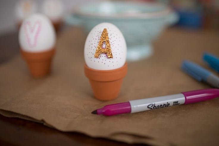 This Is the Easiest Way to Bedazzle Easter Eggs DIY Easter Egg decorating ideas are a dime a dozen, but these awesome, creative eggs could win contests. Use glitter stickers and a permanent marker like a sharpie.