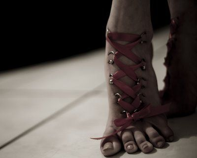 Foot corset piercing