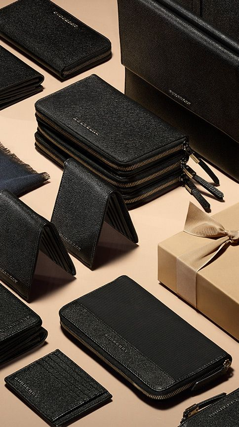 Sartorial leather wallets, digital cases and cashmere scarves from the men's gift collection. Find the perfect gift this festive season at Burberry.com #burberrygifts #christmas