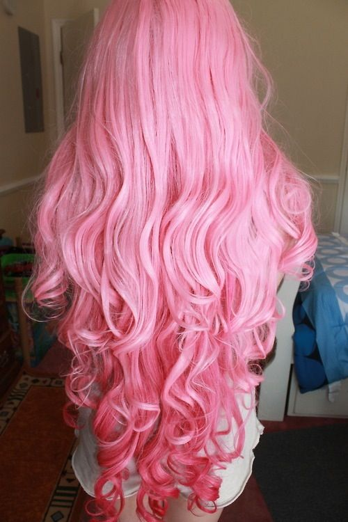 its so pink and long and curly and thick, blaaaaah i want her hair!                                                           instagram- karleejaneemalik                                                               ask.fm.- karleeJanee