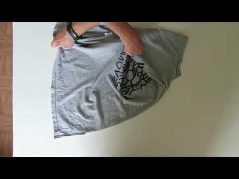 Как складывать футболки в шкафу в 4 движения руки