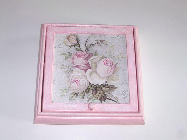 boîte à bijoux en bois motif fleur,vintage peint en blanc rose : Boîtes, coffrets par idees-cadeaux-d-ameline