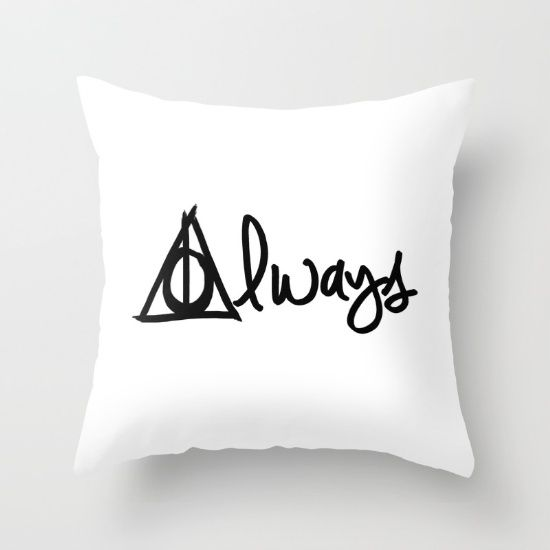 It's no secret that I love Harry Potter... Like really... I'm slightly obsessed... So, as a Harry Potter fanatic, I feel qualified to...