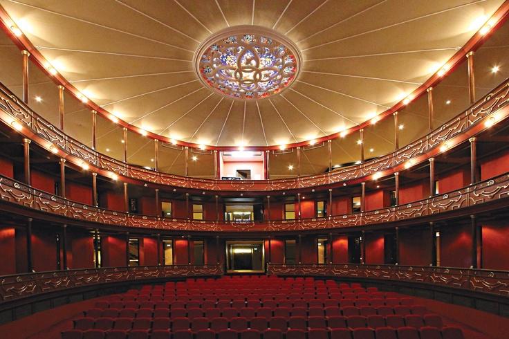 Teatro Municipal, joya arquitectónica del siglo XIX.