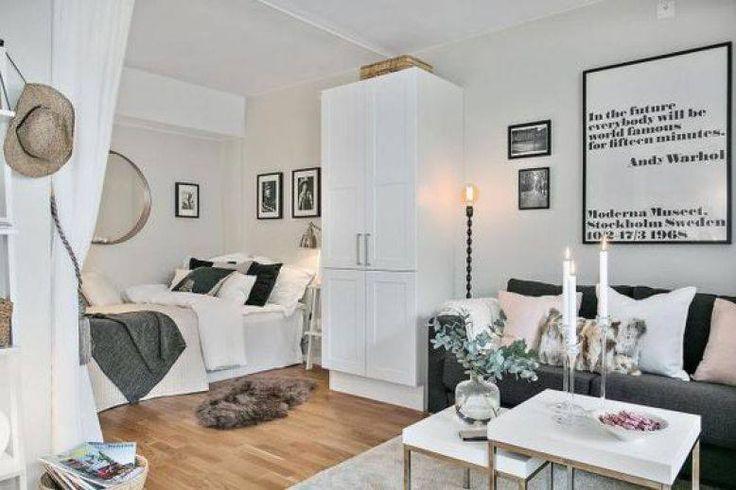Difficile de distinguer différents espaces dans une grande pièce ouverte. Mais un simple rideau crée une véritable séparation.