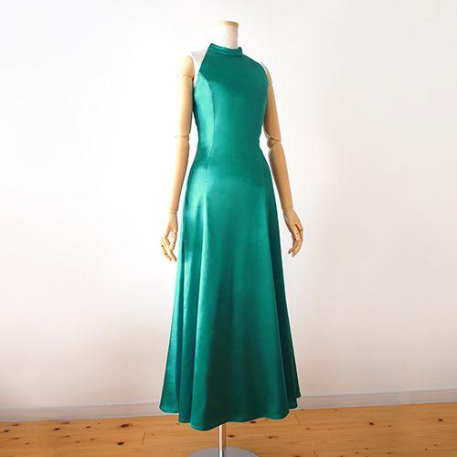 ストレッチサテンを使ったアメリカンスリーブタイプのフラドレスです。溢れんばかりの元気漲るアメリカンスリーブ。 そんなアメリカンスリーブでサテンドレスを お作りしました。 自由闊達な貴方のダンスに 見る人みんながハッピーに。