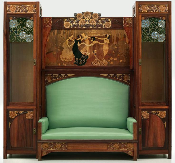 Art Nouveau furniture in Barcelona by Gaspar Homar (Palma, 1870 - Barcelona, 1955), representative of the Catalan modernist Ebenisteria.
