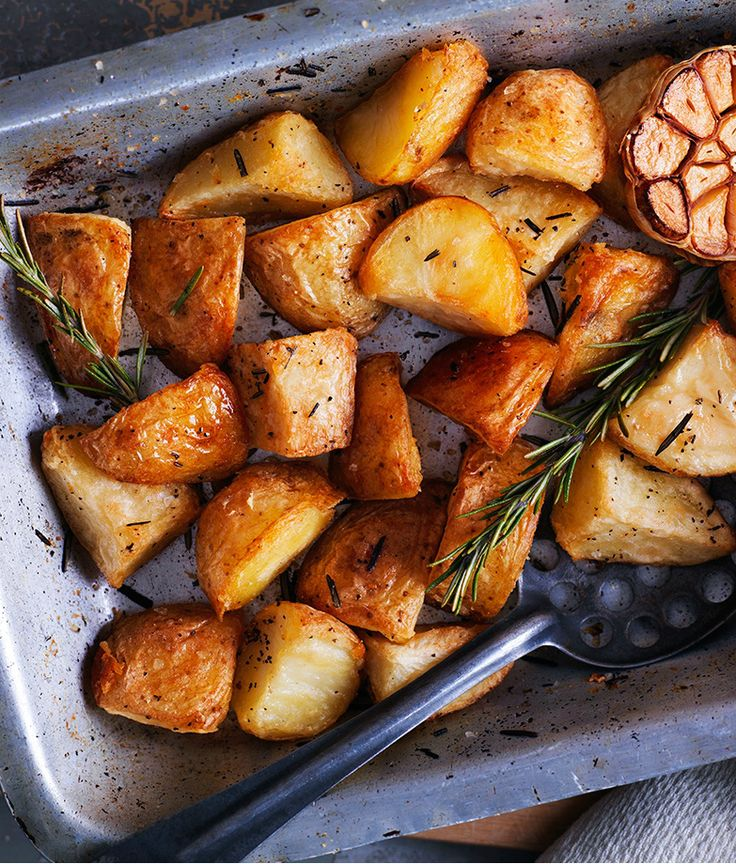 Perfectly crisp on the outside, and delightfully fluffy on the inside, these quick roast potatoes are totally tasty and can be rustled up in just 40 minutes. | Tesco