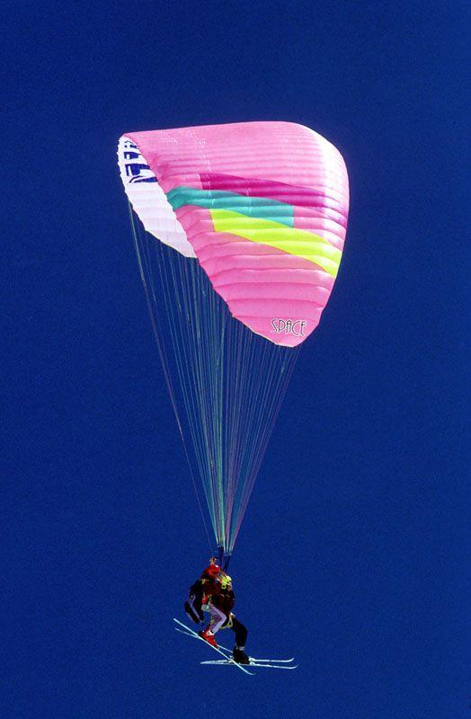 Vivi #CorvarainBadia da una prospettiva diversa: un salto in paracadute con tutta la velocità del 4G di Vodafone http://voda.it/4g-estate #EstateSmart #itinerari4g