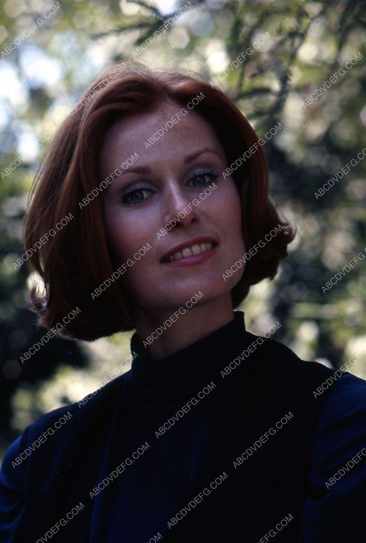 beautiful Susan Clark outdoors portrait 35m-2121