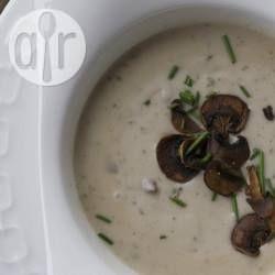 Cremige Waldpilzsuppe / Diese Suppe schmeckt besonders gut mit Waldpilzen, man kann sie aber auch durch andere gemischte Pilze ersetzen. Zum Andicken nehmen ich glutenfreies Mehl.@ de.allrecipes.com