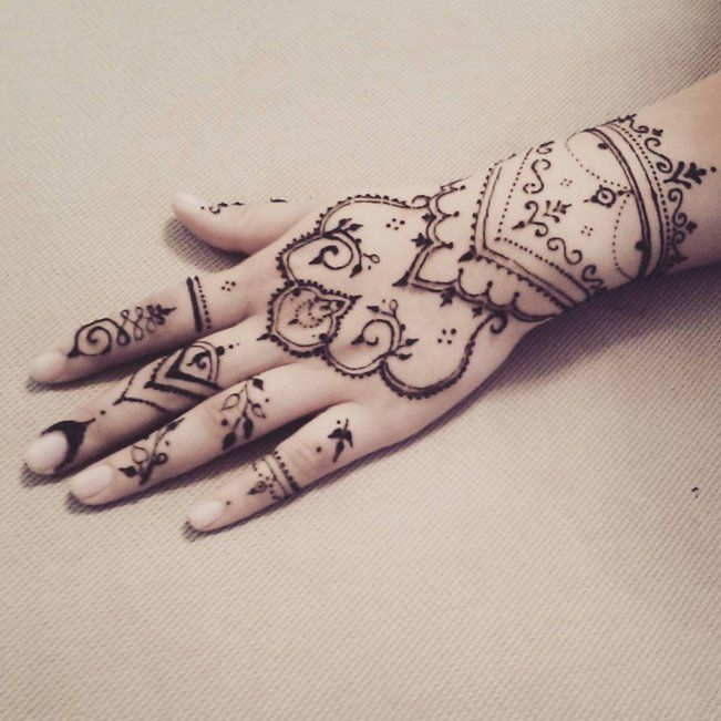 Pin for Later: 26 Dessins au Henné Qui Vont Vous Subjuguer       Dream Catcher Henna Design! @girly_henna #hudabeauty A video posted by Huda Kattan (@hudabeauty) on May 26, 2015 at 2:56pm PDT