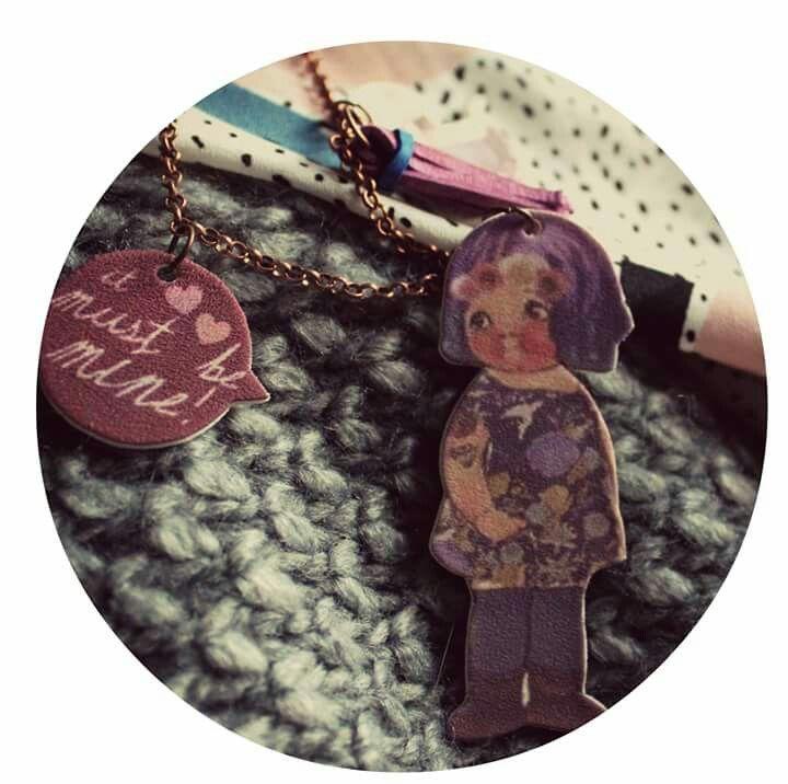 Modern paper dolls with pastel hair and tattoo by La Bottega di Zanzu. New necklace