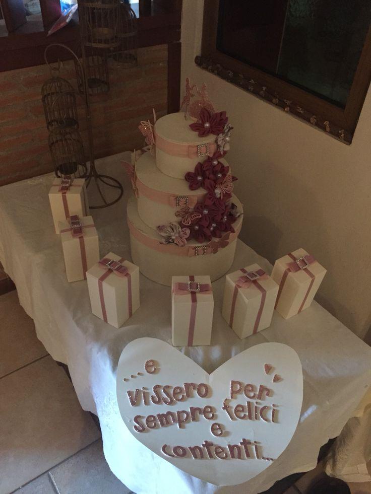 Torta porta buste  Restyle scatole Ikea e fiori hand Made  Set 3 scatole Ikea rivestite in tessuto Nastri raso di vari colori e dimensioni Fibbie effetto brillante  Fuori di stoffa decorati con perle Sposini in gomma crepla glitterata cale topper