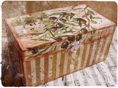 Treasure Chest: decoupage