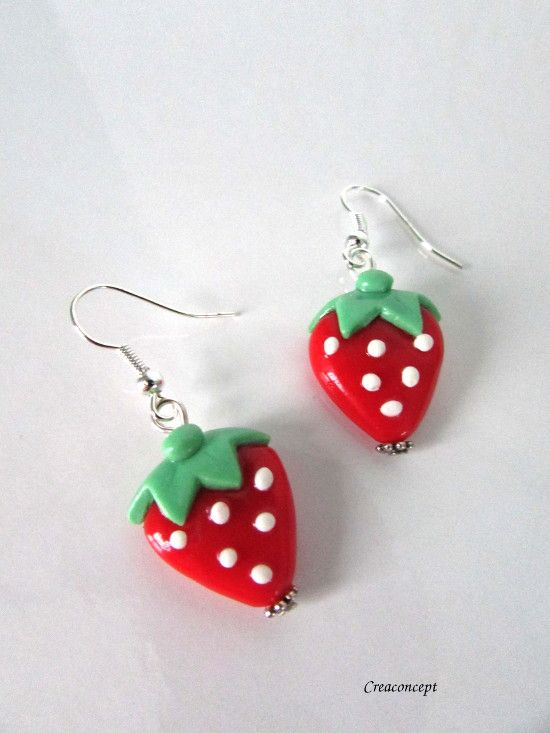 Polymer clay little strawberry earrings hand made - Boucles d'oreilles petites fraises en porcelaine froide http://www.alittlemarket.com/boucles-d-oreille/fr_boucles_d_oreilles_petites_fraises_rouges_et_vertes_en_porcelaine_froide_fimo_a_froid_-15956258.html