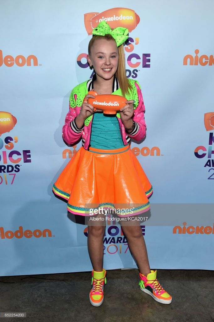 Internet Personality JoJo Siwa, winner of the Favorite Viral Music Artist, poses with her award backstage at Nickelodeon's 2017 Kids' Choice Awards at USC Galen Center on March 11, 2017 in Los Angeles, California.