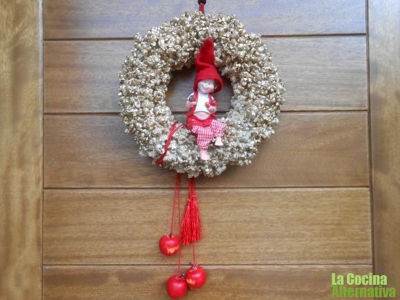 corona de navidad con palomitas