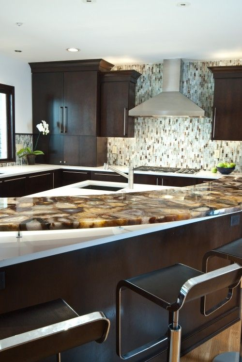 I Like That The Backsplash Is Vertical Not Horizontal It Makes The Space Look Onyx Countertopskitchen