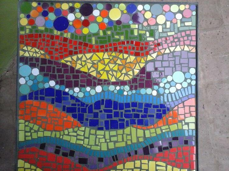 Mesa de chapa y hierro...trabajada con texturas...mosaiquismo.. TALLER LA PEDRERA ART
