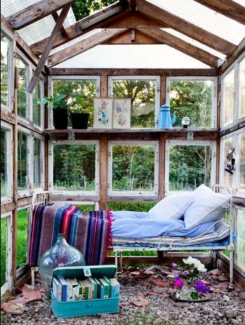 pingl par liz simone sur greenhouses conservatories pinterest bonbon maison espace. Black Bedroom Furniture Sets. Home Design Ideas