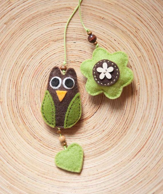 Felt owl bookmark by suyika on Etsy  https://www.etsy.com/listing/78522203/felt-owl-bookmark