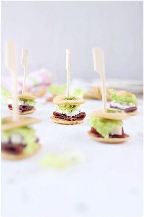 Mini sandwichs de pancake à la Fourme dAmbert
