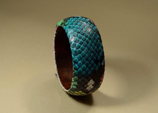 Accessories: bracelet Casual