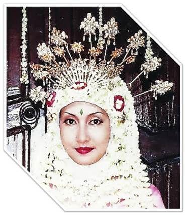 Wajah gw saat jd pengantin....ky Nyi roro Kidul yuaa....